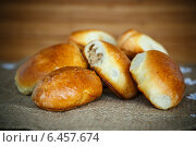 Купить «Пирожки с мясом», фото № 6457674, снято 27 сентября 2014 г. (c) Peredniankina / Фотобанк Лори