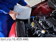 Купить «Mechanic Pouring Antifreeze Into Windscreen Water Tank», фото № 6459446, снято 18 января 2014 г. (c) Андрей Попов / Фотобанк Лори