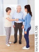Купить «Caregiver Shaking Hands With Senior Couple», фото № 6461106, снято 15 марта 2014 г. (c) Андрей Попов / Фотобанк Лори