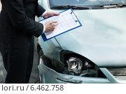 Купить «Insurance Agent Inspecting Car After Accident», фото № 6462758, снято 28 июня 2014 г. (c) Андрей Попов / Фотобанк Лори