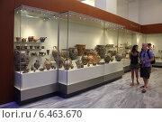 Купить «Туристы в археологическом музее в Ираклионе, Крит, Греция», эксклюзивное фото № 6463670, снято 22 июля 2014 г. (c) Алексей Гусев / Фотобанк Лори