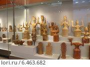 Купить «Глиняные фигурки Минойской богини с поднятыми руками в археологическом музее Ираклиона, Крит, Греция», эксклюзивное фото № 6463682, снято 22 июля 2014 г. (c) Алексей Гусев / Фотобанк Лори