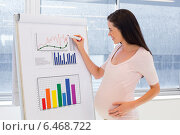 Купить «Attractive pregnant businesswoman drawing graph at work», фото № 6468722, снято 23 апреля 2019 г. (c) Wavebreak Media / Фотобанк Лори