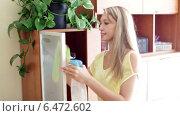 Купить «Blonde woman dusting glass of furniture at home», видеоролик № 6472602, снято 1 октября 2014 г. (c) Яков Филимонов / Фотобанк Лори
