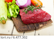 Купить «fresh raw beef cut ready to cook», фото № 6477302, снято 22 сентября 2014 г. (c) Francesco Perre / Фотобанк Лори