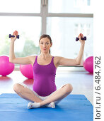 Pregnant woman practicing yoga. Стоковое фото, агентство BE&W Photo / Фотобанк Лори