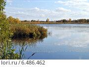 Купить «Озеро Киово, город Лобня, Московской области», эксклюзивное фото № 6486462, снято 2 октября 2014 г. (c) lana1501 / Фотобанк Лори
