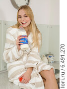 Young woman in the kitchen while drinking milk. Стоковое фото, агентство BE&W Photo / Фотобанк Лори