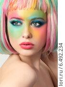 Купить «Портрет девушки с разноцветным креативным макияжем и прядями волос», фото № 6492234, снято 21 апреля 2014 г. (c) Людмила Дутко / Фотобанк Лори
