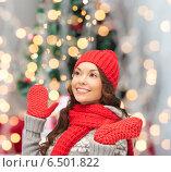 Купить «smiling young woman in winter clothes», фото № 6501822, снято 7 июля 2020 г. (c) Syda Productions / Фотобанк Лори