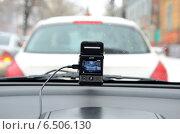 Купить «Видеорегистратор автомобильный gmini magiceye HD300 ведет видеозапись дорожной обстановки», фото № 6506130, снято 31 января 2013 г. (c) Олег Пчелов / Фотобанк Лори