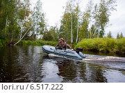Купить «Охотник едет на лодке», фото № 6517222, снято 5 сентября 2014 г. (c) Павел Родимов / Фотобанк Лори