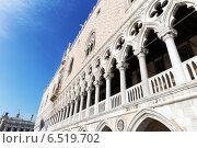 Купить «Архитектурные детали дворца Дожей. Венеция. Италия», фото № 6519702, снято 4 ноября 2013 г. (c) Евгений Ткачёв / Фотобанк Лори