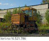 Старый сломанный трактор. Стоковое фото, фотограф рустам ниязов / Фотобанк Лори