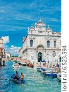 Купить «Небольшой канал в Венеции. Италия», фото № 6523594, снято 12 июля 2014 г. (c) Валерия Потапова / Фотобанк Лори