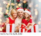 Купить «happy family in santa helper hats with gift boxes», фото № 6524330, снято 26 октября 2013 г. (c) Syda Productions / Фотобанк Лори