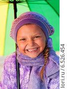 Купить «Девочка с зонтиком», фото № 6526454, снято 6 октября 2013 г. (c) Анастасия Лукьянова / Фотобанк Лори