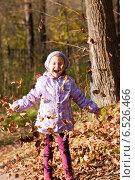 Купить «Девочка с листьями», фото № 6526466, снято 6 октября 2013 г. (c) Анастасия Лукьянова / Фотобанк Лори
