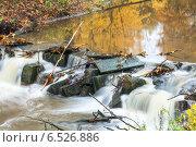 Купить «Пороги реки. Осень в парке», фото № 6526886, снято 12 октября 2014 г. (c) Кекяляйнен Андрей / Фотобанк Лори