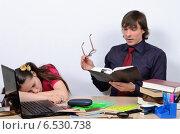 Девочка заснула на столе от чтения книги учителем. Стоковое фото, фотограф VIACHESLAV KRYLOV / Фотобанк Лори