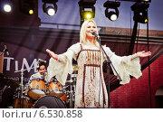 Купить «Выступление Пелагеи на фестивале Summertime-2009 в Санкт-Петербурге», эксклюзивное фото № 6530858, снято 3 июля 2009 г. (c) Ольга Визави / Фотобанк Лори
