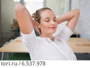 Купить «Businesswoman with hands behind head and eyes closed in office», фото № 6537978, снято 14 мая 2014 г. (c) Wavebreak Media / Фотобанк Лори