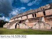 Дворцовый комплекс в археологической зоне Каба, расположенной на полуострове Юкатан. Мексика. Стоковое фото, фотограф Ludenya Vera / Фотобанк Лори