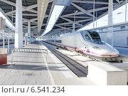 Купить «Современный скоростной поезд на железнодорожной станции», фото № 6541234, снято 10 сентября 2014 г. (c) Vitas / Фотобанк Лори