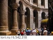 В храме Гроба Господня. Иерусалим (2014 год). Редакционное фото, фотограф Александр Лядов / Фотобанк Лори