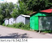 Купить «Металлические гаражи у леса на Курганской улице, район Гольяново, Москва», эксклюзивное фото № 6542514, снято 7 июля 2009 г. (c) lana1501 / Фотобанк Лори