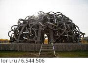 Купить «Вселенский разум. Инсталляция в Никола-Ленивце», фото № 6544506, снято 14 октября 2014 г. (c) Руслан Митин / Фотобанк Лори