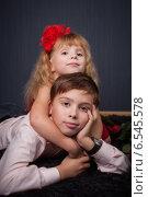 Купить «Красивые мальчик и девочка вместе», фото № 6545578, снято 16 января 2019 г. (c) Останина Екатерина / Фотобанк Лори