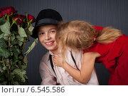 Купить «Девочка целует мальчика», фото № 6545586, снято 16 января 2019 г. (c) Останина Екатерина / Фотобанк Лори