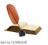 Купить «Перо, чернильница и старинная книга на белом фоне», фото № 6549618, снято 20 мая 2013 г. (c) Ласточкин Евгений / Фотобанк Лори