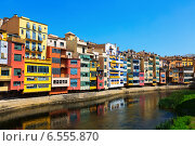 Купить «Girona with river in day time. Catalonia», фото № 6555870, снято 12 июня 2014 г. (c) Яков Филимонов / Фотобанк Лори