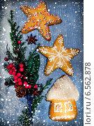 Купить «Рождественские украшения и пряники», фото № 6562878, снято 2 января 2014 г. (c) ElenArt / Фотобанк Лори