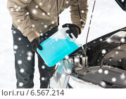 Купить «closeup of man pouring antifreeze into car», фото № 6567214, снято 16 января 2014 г. (c) Syda Productions / Фотобанк Лори