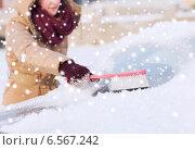 Купить «closeup of woman cleaning snow from car», фото № 6567242, снято 16 января 2014 г. (c) Syda Productions / Фотобанк Лори