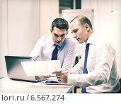 Купить «two businessmen having discussion in office», фото № 6567274, снято 9 ноября 2013 г. (c) Syda Productions / Фотобанк Лори