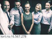 Купить «business team with flip board having discussion», фото № 6567278, снято 9 ноября 2013 г. (c) Syda Productions / Фотобанк Лори