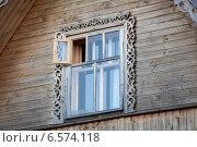 Купить «Двустворчатое окно с форточкой в деревянном доме», фото № 6574118, снято 31 июля 2014 г. (c) Кекяляйнен Андрей / Фотобанк Лори