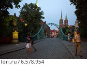 Купить «Wroclaw, Poland, the Tumskibruecke overlooking the St. John Cathedral on Cathedral Island», фото № 6578954, снято 2 сентября 2008 г. (c) Caro Photoagency / Фотобанк Лори