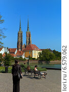 Купить «Wroclaw, Poland, people on a bench in the background of the Cathedral of St. John on the Cathedral Island», фото № 6579062, снято 6 сентября 2008 г. (c) Caro Photoagency / Фотобанк Лори