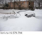 Автомобиль, засыпанный снегом. Снегопад, северный Урал. Стоковое фото, фотограф рустам ниязов / Фотобанк Лори