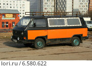 Купить «Автомобиль Volkswagen Type 2 (T3)», эксклюзивное фото № 6580622, снято 8 марта 2014 г. (c) Щеголева Ольга / Фотобанк Лори