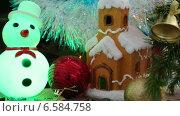 Купить «Новогодние украшения - домик, снежинки и снеговик», видеоролик № 6584758, снято 24 октября 2014 г. (c) Михаил Коханчиков / Фотобанк Лори