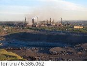 Магнитогорский металлургический комбинат, вид с магнитной горы (2013 год). Редакционное фото, фотограф BoLinar / Фотобанк Лори