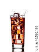 Купить «Стакан чая со льдом», фото № 6586186, снято 25 октября 2014 г. (c) Владимир Агапов / Фотобанк Лори