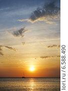 Купить «Море. Заход солнца», эксклюзивное фото № 6588490, снято 18 сентября 2014 г. (c) Dmitry29 / Фотобанк Лори