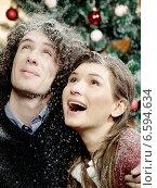 Купить «Portrait of a young couple during Christmas.», фото № 6594634, снято 15 ноября 2018 г. (c) BE&W Photo / Фотобанк Лори